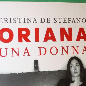 Cristina De Stefanon kirjoittaman Oriana Fallacin elämäkerran italiankielisen laitoksen kansi (osa).