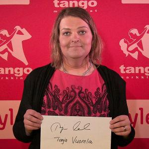 Tanja Vuorela osallistuu Seinäjoen Tangomarkkinoiden laulukilpailuun.