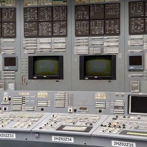 I kontrollrummet i det stängda kärnkraftverket Ignalina i Litauen är nästan alla skärmar släckta.