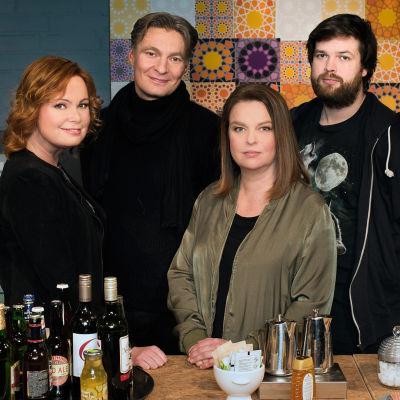 Kuvassa Niina Repo, Riku Korhonen, Elina Knihtilä ja Johannes Ekholm.