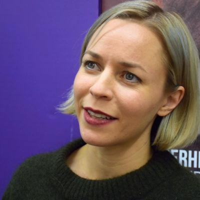 Paula Vesala esikoisdokumenttinsa ennakkonäytöksessä
