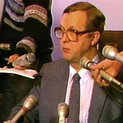 Pääministeri Sorsa tiedotustilaisuudessa 1982 hallituksen kaatumisesta.