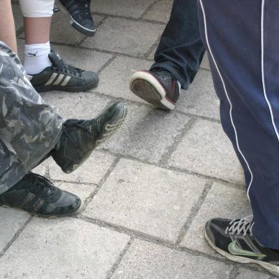 Koululaisten kenkiä
