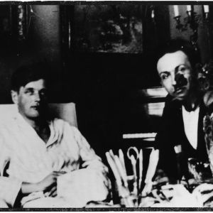 Viipurin Musiikkiopiston johtaja Boris Sirob aamutakkiin sonnustautuneen säveltäjä Uuno Klamin seurassa 1930-luvulla.