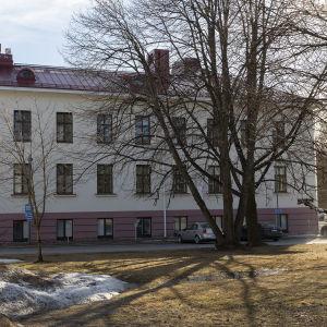 Oulun yliopistollisen sairaalan psykiatrinen osastorakennus PS1.