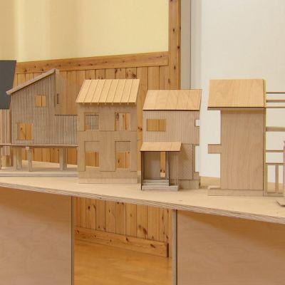Miniatyrmodeller av hus, exempel på hur man kunde bo i skärgården.