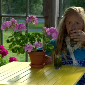 Alexandra njuter av citronte