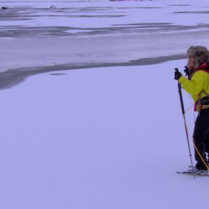 Elin ska plurröva och söker sig därför till svag is.
