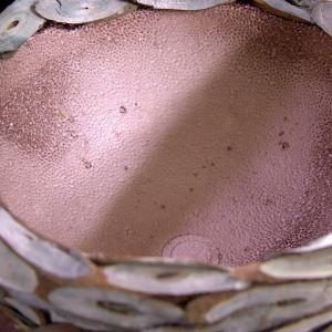 Äggkrukan eller styroxhalvbollen täckt av videchips.