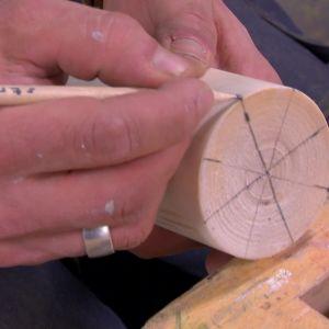 Jim ritar mäter ut för räfflad topp.