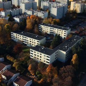 Putkiremontti-sarjan taloyhtiö Satopihlaja ilmasta kuvattuna.
