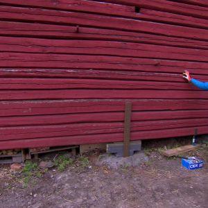 Jim inleder renoveringen av husgrunden