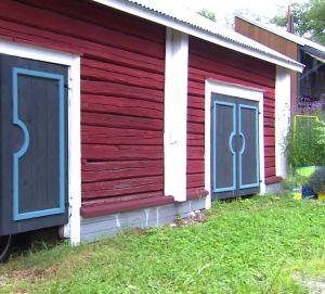 Vedlidrets nya blåa dörrar.