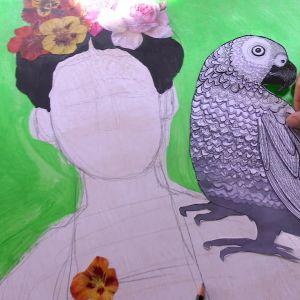 Papegojan placeras på axeln.