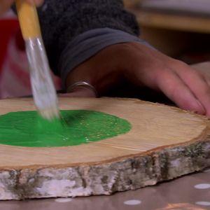 Måla ramen grön.