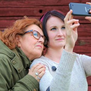 Liisa-Christiina Laaksonen ja Emilia Tuomi