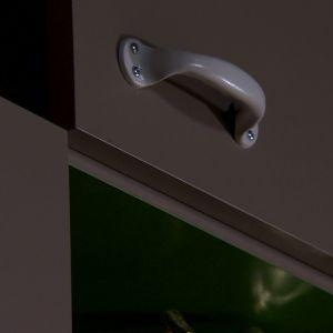 Dörrar och tomma ytor om vartannat.