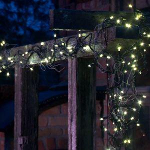 Owe och Anne byggde en istapp av ståltråd och lampor.