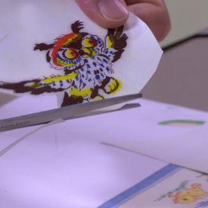 Kopiera mönstret på papper och klipp ut.