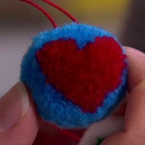 Japansk granboll med hjärta.