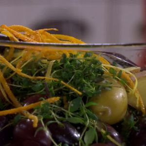 Skal från citrusfrukter med oliver och ingefära.