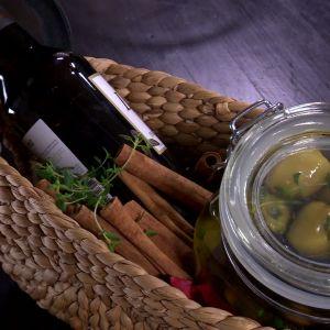 Gåvopaket med marinerade oliver.
