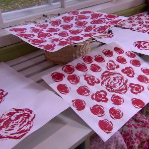 Rosenmönster på papper.