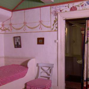 Karin Larssons sovrum.