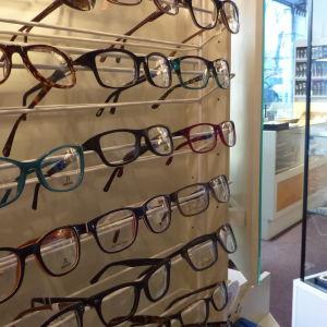 Ögonläkarbristen skapar kö för glasögon