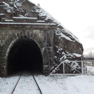 En av tunnlarna i Skuru hamn i Åminnefors i Raseborg