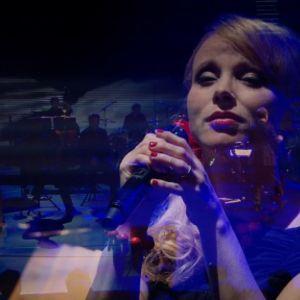 Club For Fiven Maija Sariola tunnelmoi Erilaisessa tangokonsertissa