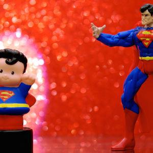 Kaksi supermiesnukkea