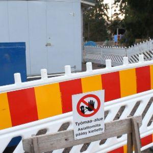 Pääsy kielletty rakenustyömaalle Kauniaisissa.