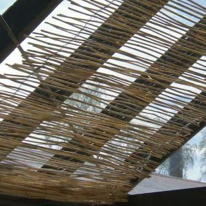 en vassgardin i ett glastak