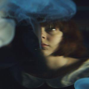 Lauras splittarde bild av sig själv i dokumentären Matka minuksi