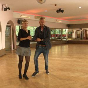 Sarah tanssikoulussa Traumtänzer opettajansa kanssa.