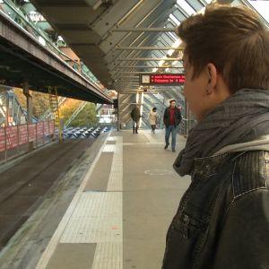 Franzi odottaa ilmaratajunaa.