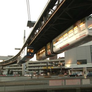 Ilmaratajuna Wuppertalin keskustan yllä.