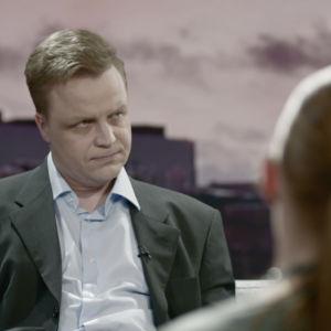 Jani Volanen näyttelee toimitusjohtaja Pekka Perää Jättiläinen-elokuvassa.