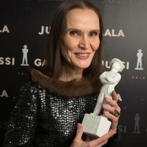 Parhaan pukusuunnittelun Jussi-palkinto: Marjatta Nissinen (Tyttökuningas)