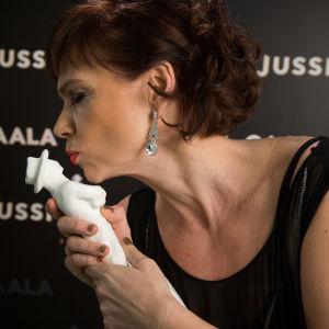 Parhaan naissivuosan Jussi-palkinto: Mari Rantasila (Henkesi edestä)