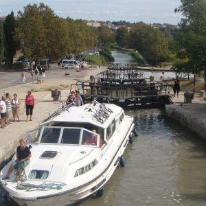Canal du Midi Fonséranes'in - yhden yhdeksästä - sulun kohdalla