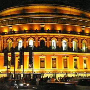 Yle Klassinen lähettää suomalaisittin merkittäviä Proms-konsertteja.
