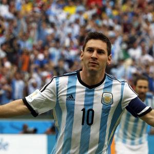 Argentiinan Lionel Messi tuulettaa maalia v:n 2014 MM-kisoissa.