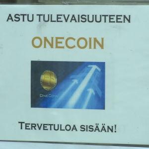 Skylt vid ett OneCoin-kontor i Lahtis.