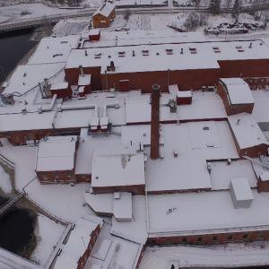 Juankosken kartonkitehdas ilmasta käsin kuvattuna talvella 2016.