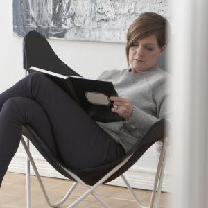 Maria Sundblom Lindberg gör anteckningar..
