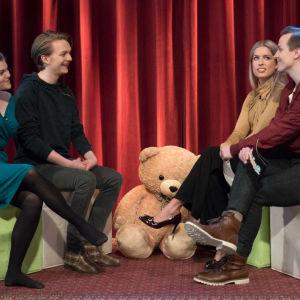 Kuvassa Ronja Alatalo, Atte Reunanen, Thelma Siberg ja Valtteri Lehtinen