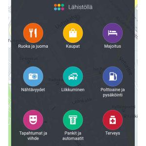 Mobiilisovellus HERE WeGo:n näkymä lähistöllä olevista liikkeistä ja palveluista