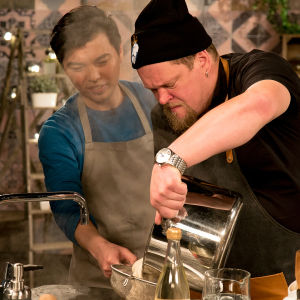 Ville Haapasalo tutustuu okinawalaiseen keittotaitoon.